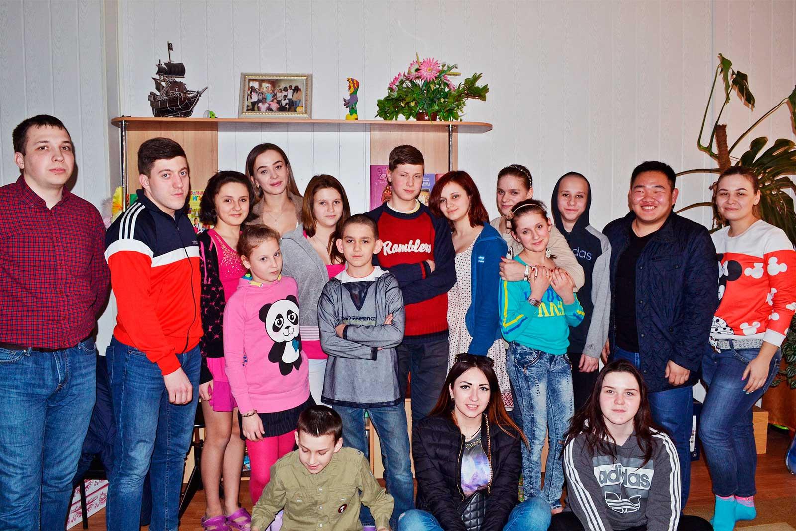 Слухачі магістратури завітали до дитячого будинку з подарунками