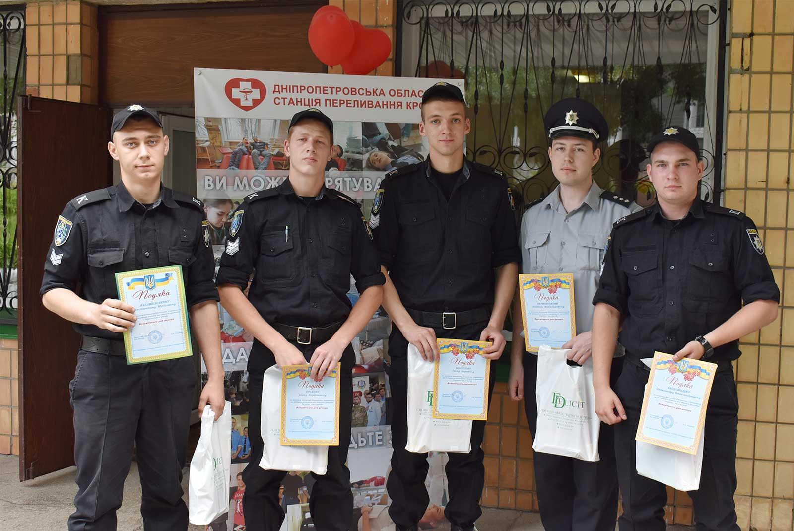На базі Дніпропетровського обласного госпіталю інвалідів війни нагородили донорів Дніпра