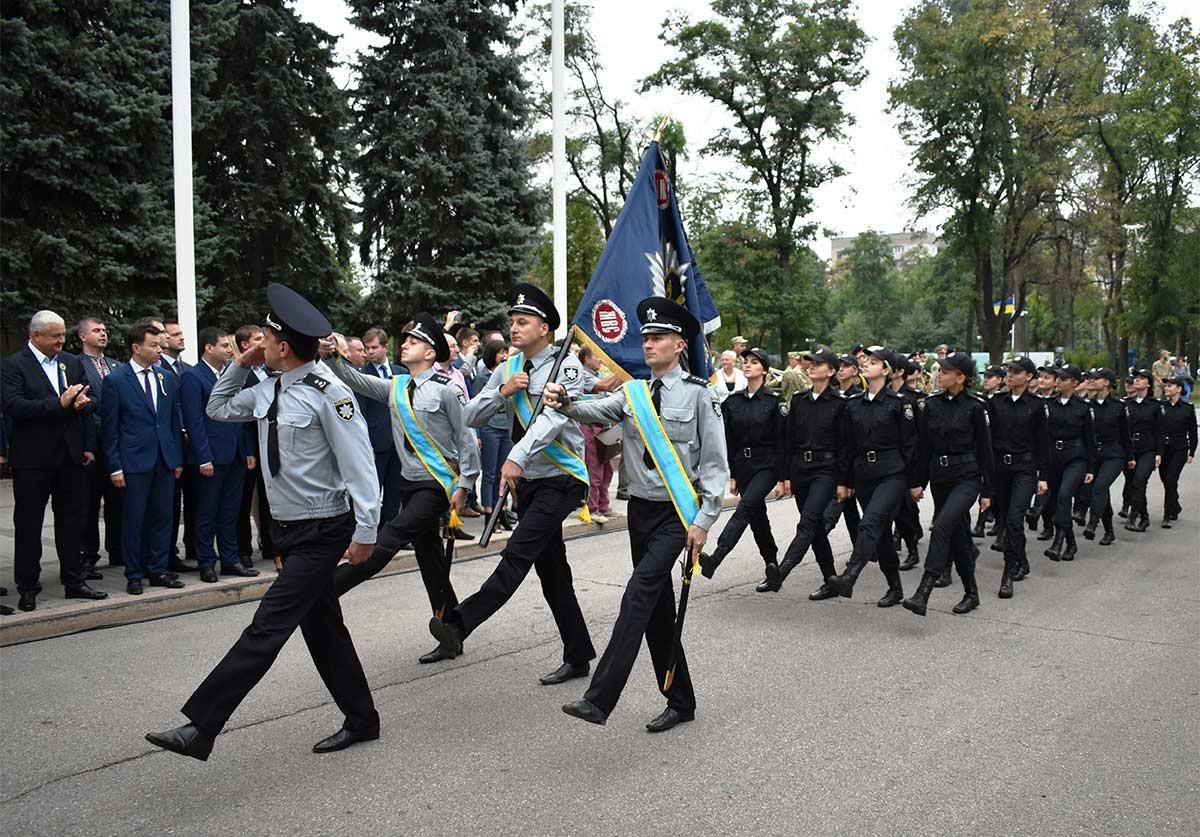28 курсантів пройшли урочистим маршем