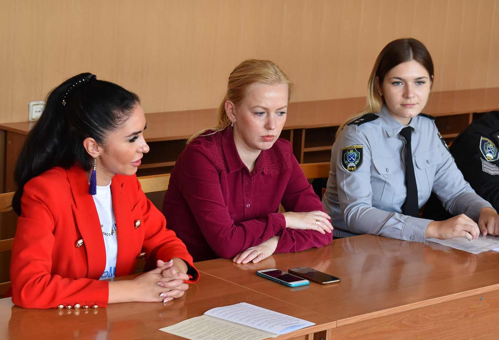 Семінар проходив у формі активного діалогу.