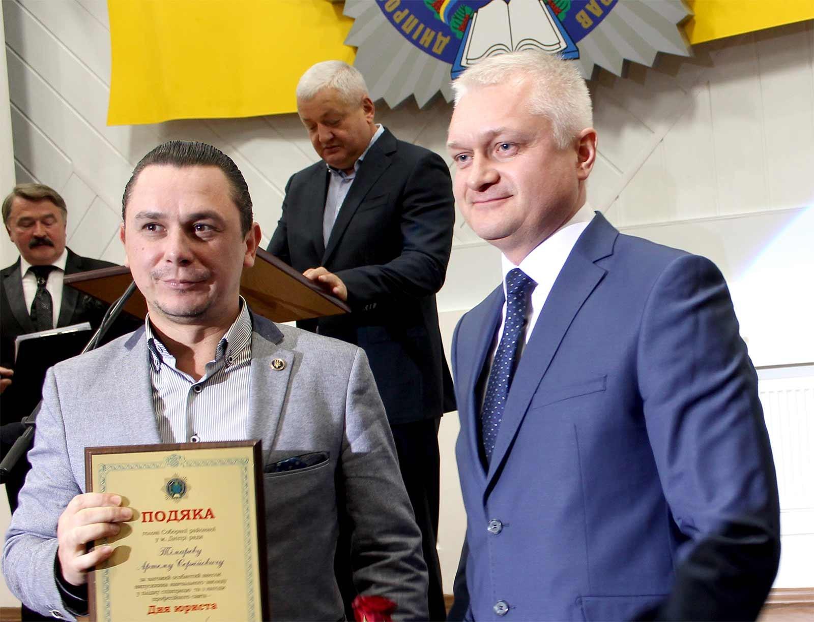 Подяку за співпрацю Андрій Фоменко вручив Артему Тімарєву