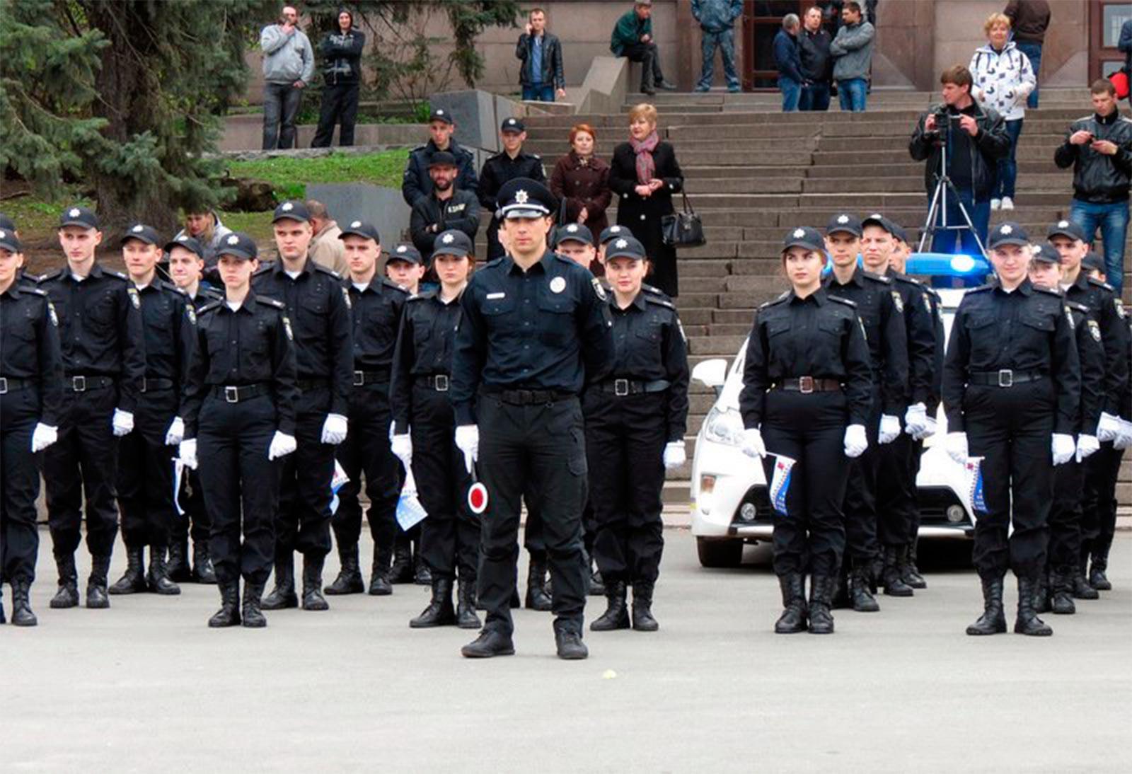 До заходу долучилися школярі Дніпропетровщини, студенти та поліціянти.