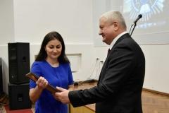 Після привітань почесних гостей кращі співробітники університету отримали почесні нагороди
