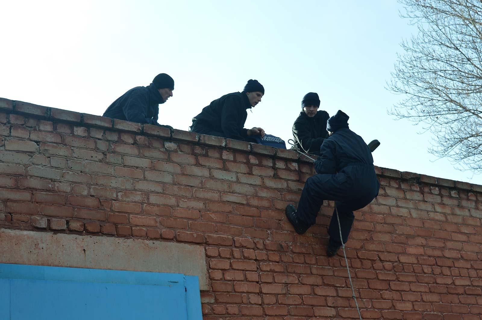 Цього разу на день відкритих дверей керівництво факультету ДДУВС запросили штурмову групу патрульної поліції м. Кривого Рогу