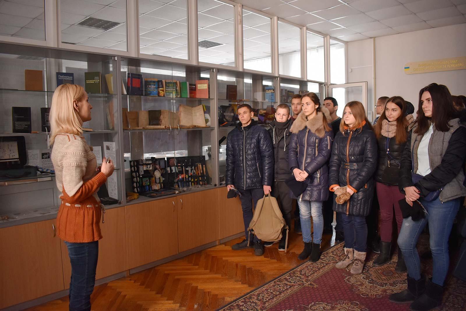 Екскурсія територією Дніпропетровського державного університету внутрішніх справ