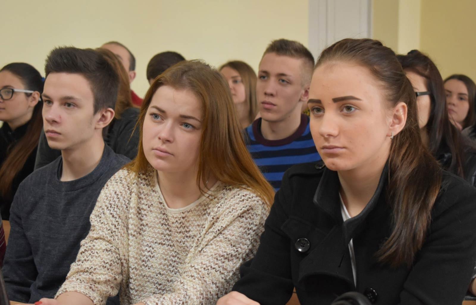Курсанти та студенти  ДДУВС