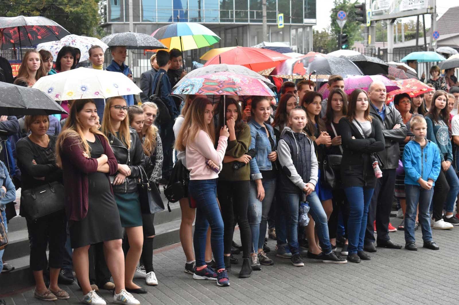 Видовищні показові виступи продемонстрували школярам у день відкритих дверей