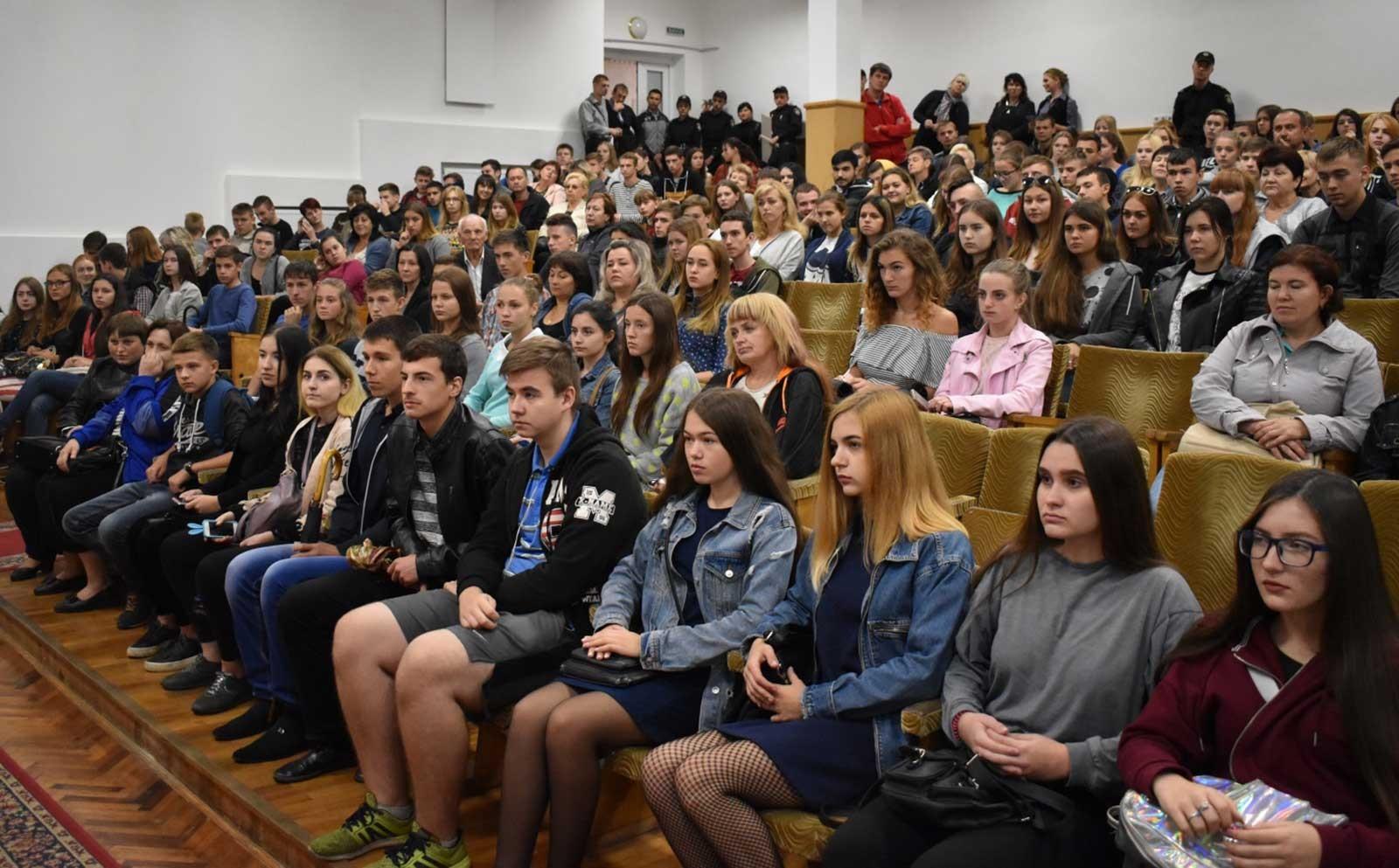 З майбутніми вступниками спілкувалися керівники та викладачі навчального закладу