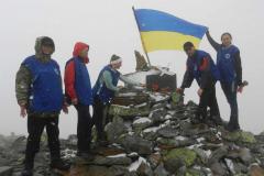На вершині Грофи курсанти ДДУВС вшанували героїв Небесної Сотні