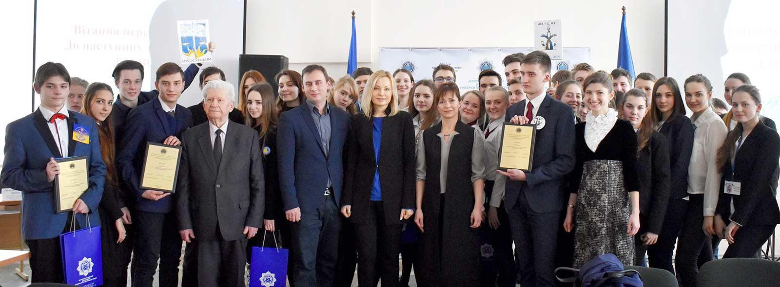 У ДДУВС пройшов інтелектуальний турнір «Гладіатори права» для учнів 10-11-х класів загальноосвітніх навчальних закладів міста Дніпра.