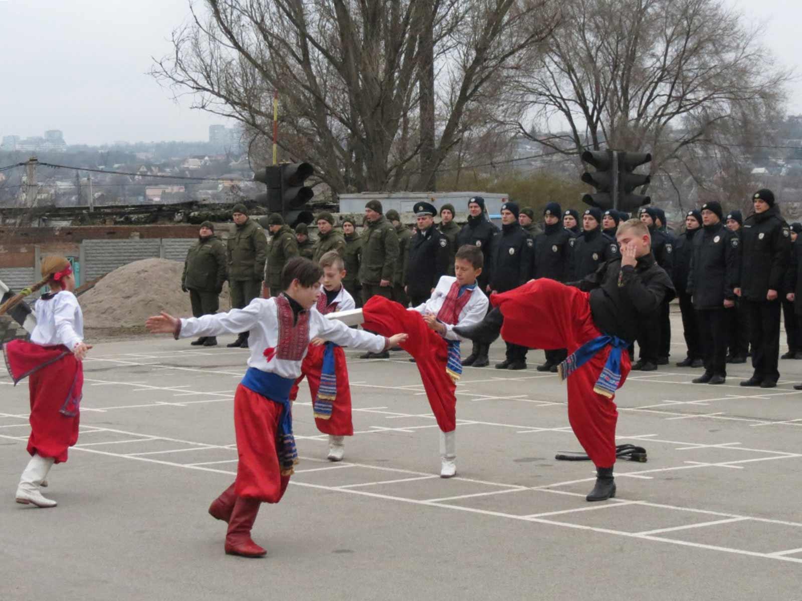 Духовий оркестр, вихованці школи козацького бойового мистецтва «Спас»