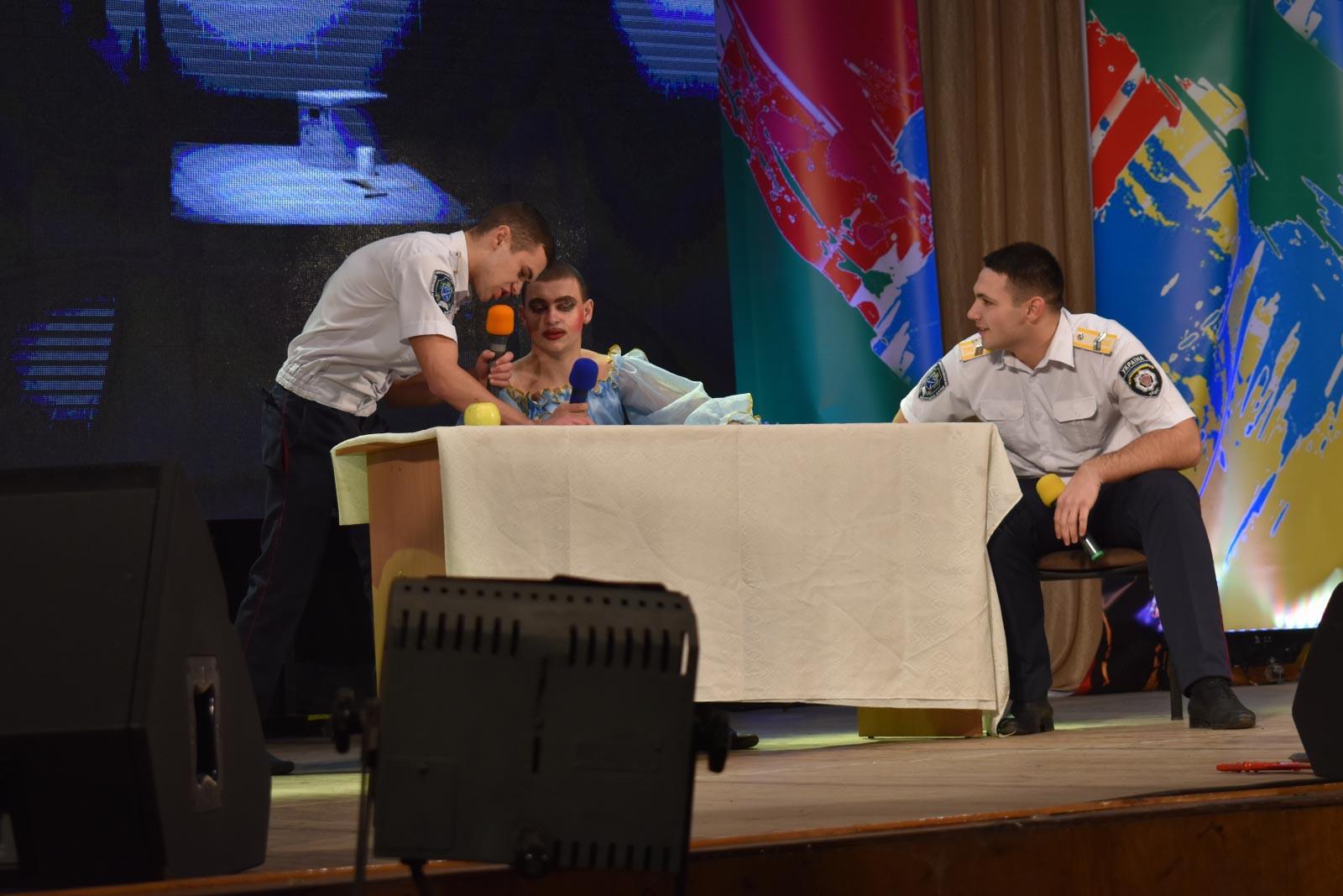 Курсанти ДДУВС на сцені Придніпровської державної академії будівництва та архітектури