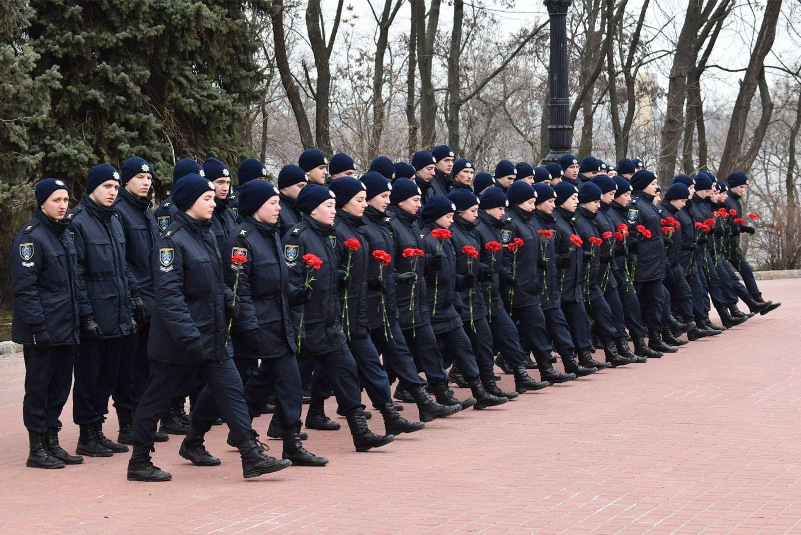 Курсанти поклали квіти до пам'ятника Тарасу Шевченку