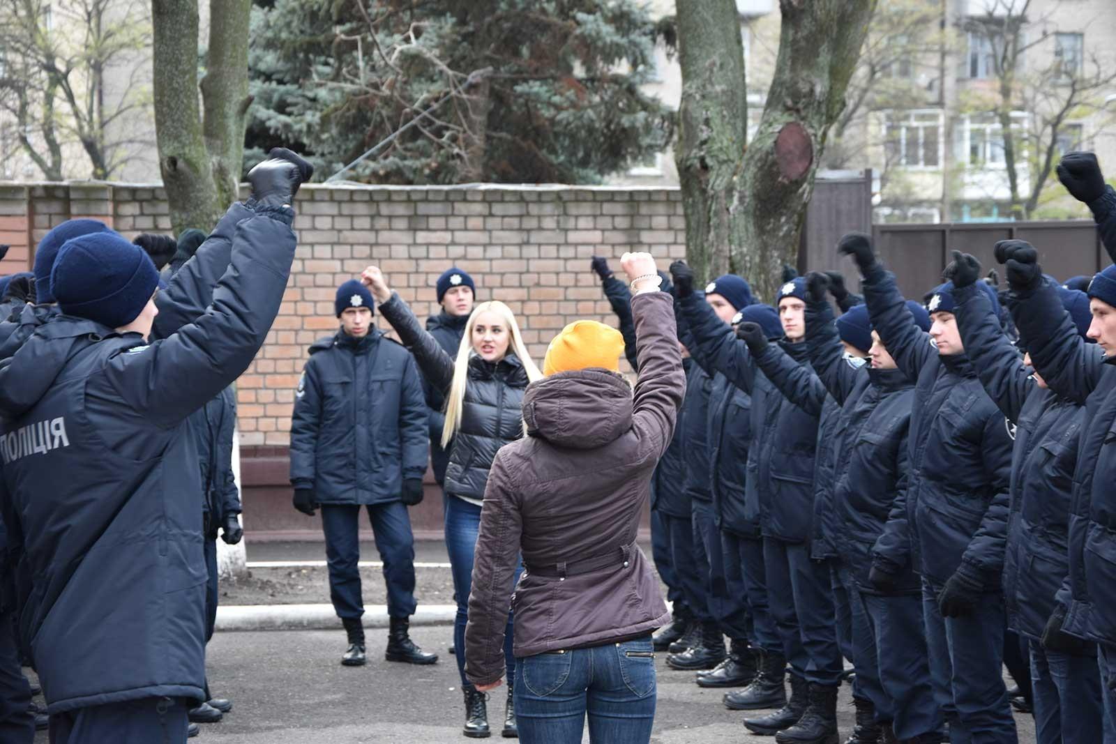 Флешмоб на площі біля входу в університет