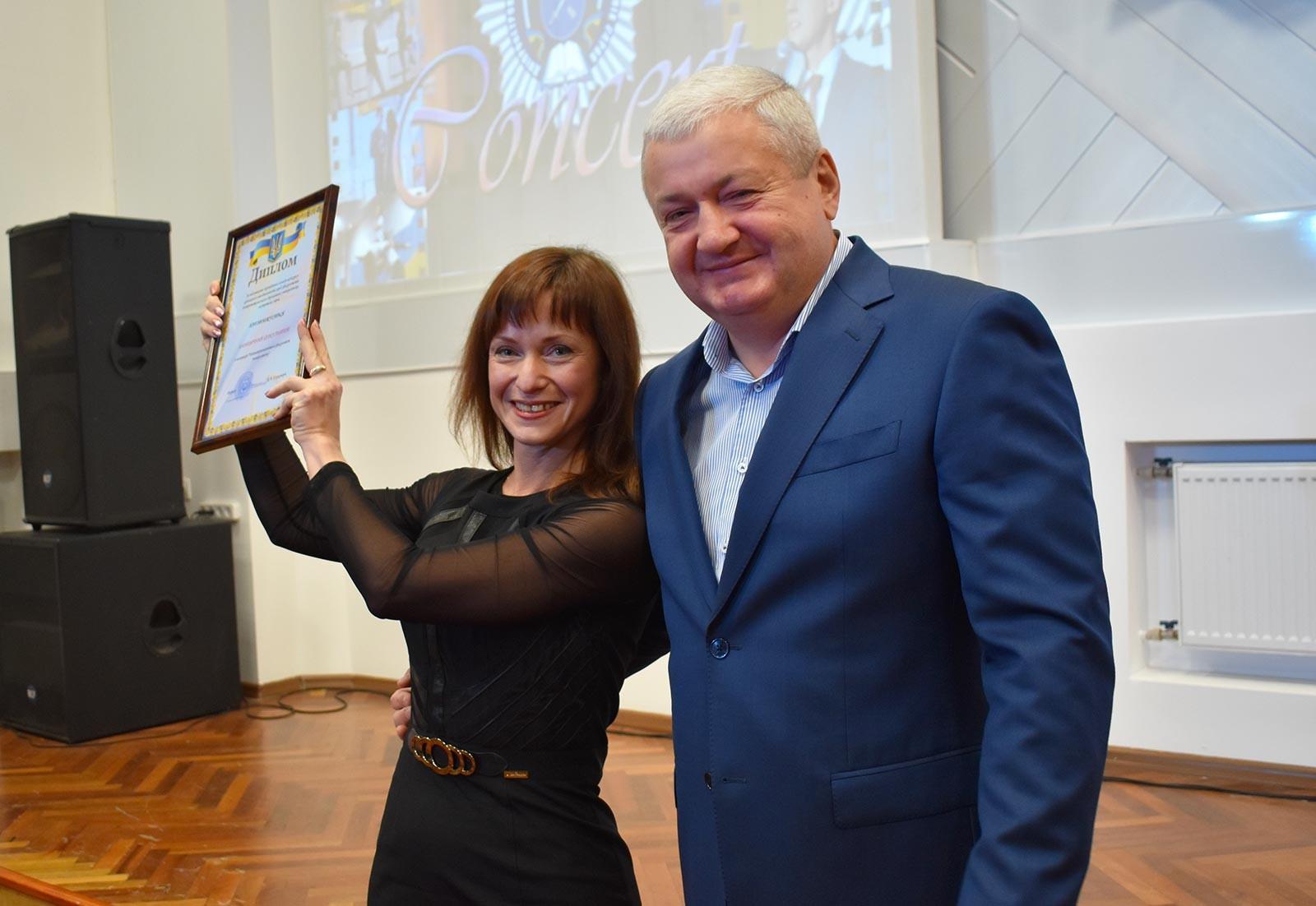 Відкрив гала-концерт та привітав студентів зі святом ректор університету Віталій Глуховеря