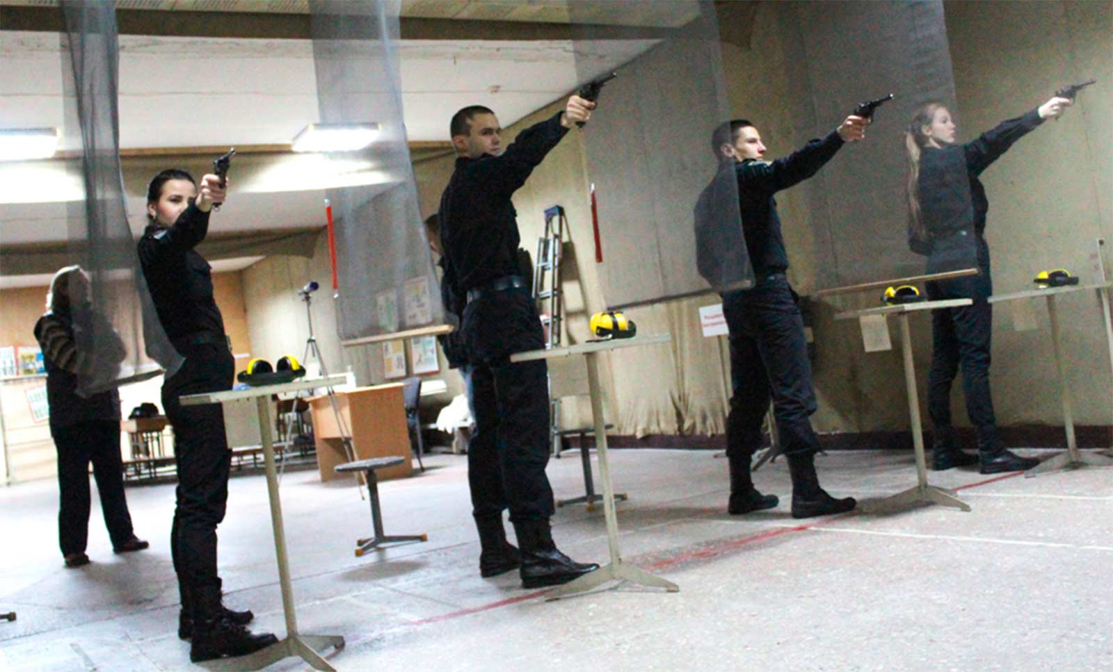Курсанти стріляли з легендарної вогнепальної зброї – револьверів системи Нагана