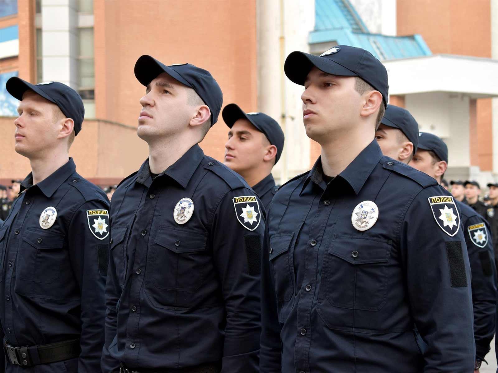 Служити та захищати: у Дніпрі нові патрульні склали присягу