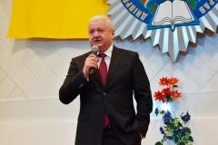 З привітанням від імені всіх чоловіків навчального закладу звернувся ректор університету Віталій Глуховеря.
