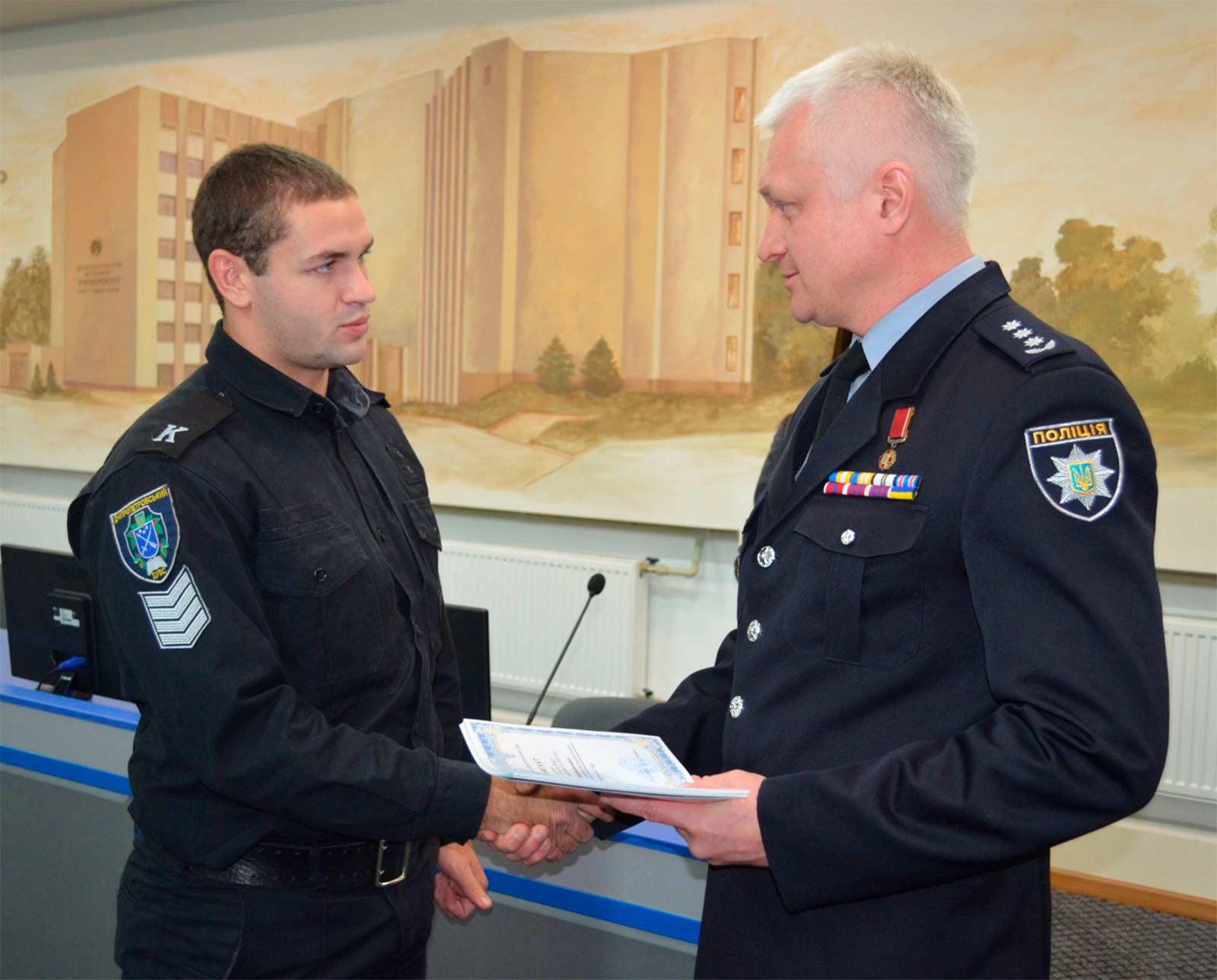 Андрій Євгенович вручив сертифікати про завершення навчання учасникам тренінгу