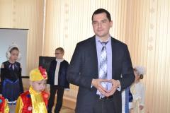 Декан Криворізького факультету Максим Почтовий привітав дітей