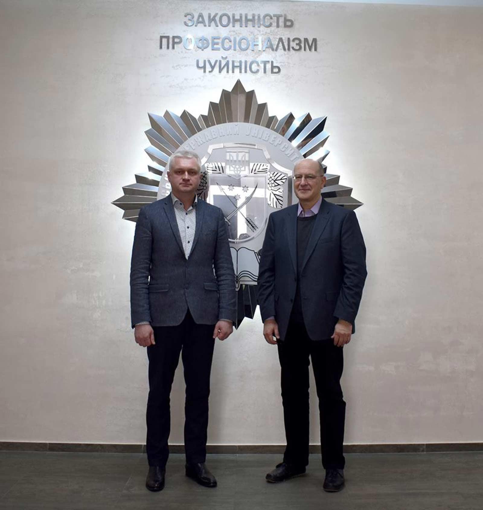 Гість із Америки, українець за походженням, зустрівся з ректором ДДУВС