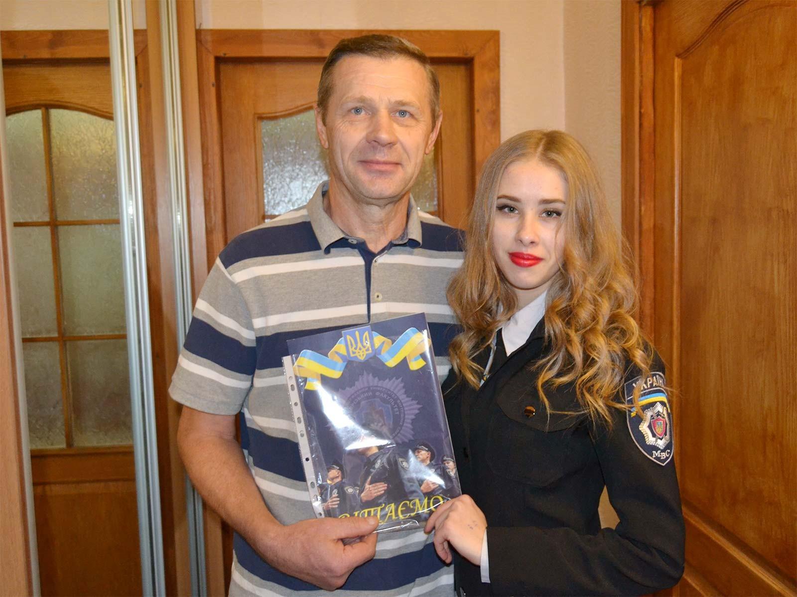 Студенти 1-го курсу привітали ветерана Криворізького факультету ДДУВС