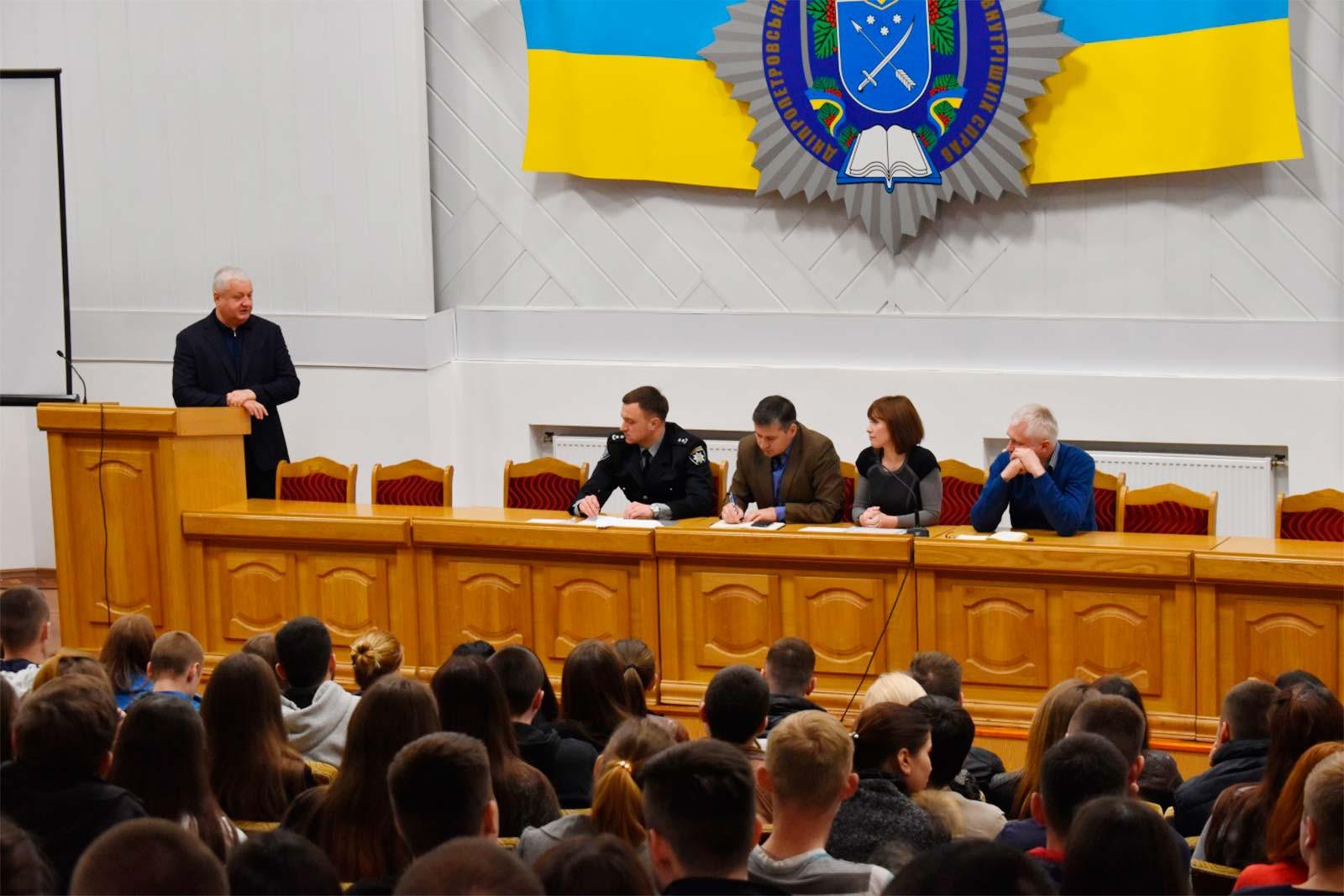 Традиційні зустрічі ректора Віталія Глуховері зі студентами та курсантами