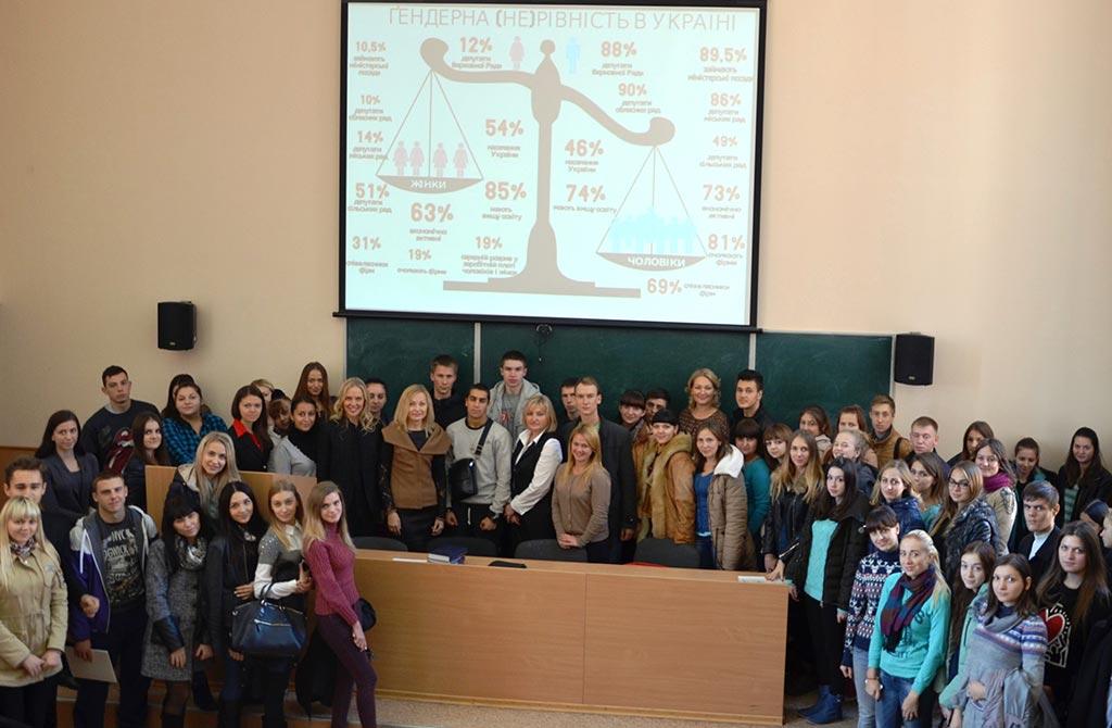 Після лекції, прочитаної народними депутатами України І.С. Луценко та М.М. Іоновою. 2015 рік