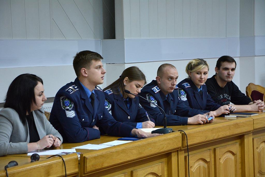 Шляхом відкритого голосування було обрано представників від факультетів до лічильної комісії та до президії.