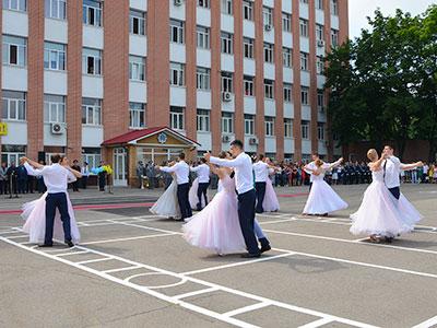У Дніпропетровському державному університеті внутрішніх справ пройшли урочисті заходи з нагоди випуску фахівців для підрозділів національної поліції України.
