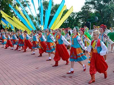 У Дніпрі відбулись урочисті заходи з нагоди святкування 25-ї річниці Незалежності України, в яких взяли участь курсанти та співробітники Дніпропетровського державного університету внутрішніх справ.