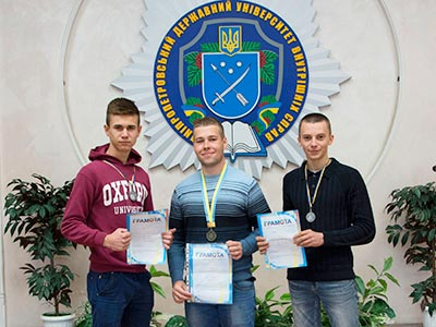 На Чемпіонаті з козацького двобою студенти юридичного факультету ДДУВС здобули три призових місця