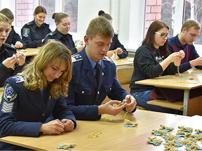Здобувачі вищої освіти Дніпропетровського державного університету внутрішніх справ підтримали акцію «Оберіг для захисника»