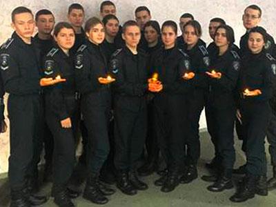Курсанти курсанти навчального закладу долучилися до всеукраїнської акції «Запали свічку у вікні»