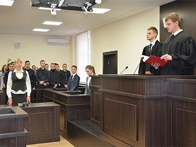 У Дніпропетровському державному університеті внутрішніх справ пройшло перше навчальне судове засідання