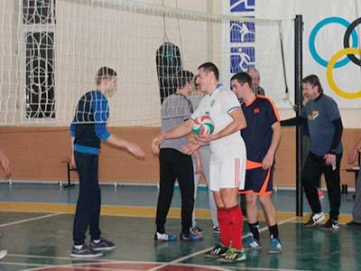 Викладачі та студенти зіграли у волейбол