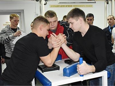 У змаганнях з армреслінгу взяли участь 54 спортсмени – курсанти та студенти Дніпропетровського державного університету внутрішніх справ