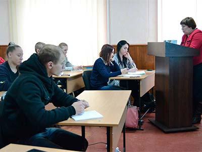 На Криворізькому факультеті визначили кращих знавців української мови