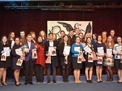 З міжвузівського поетичного конкурсу співробітники університету привезли дипломи та подарунки