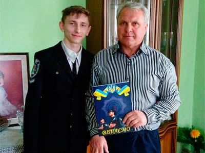 У День народження студенти завітали до ветерана навчального закладу з подарунками