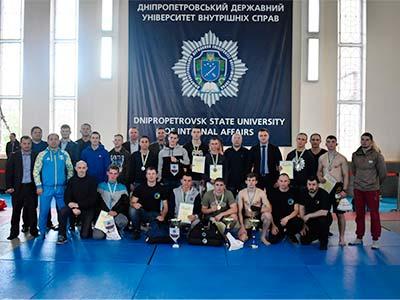 Спортивне свято енергії та стійкості – курсанти ДДУВС отримали перемогу на чемпіонаті області з ММА
