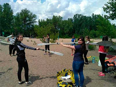 Студенти та викладачі ДДУВС спустилися Дніпром на байдарках