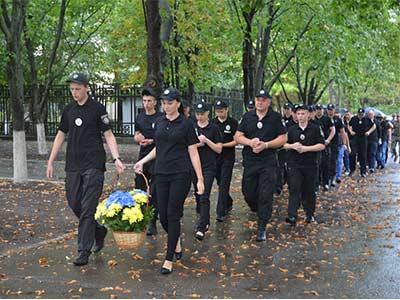 вшановувати пам'ять правоохоронців