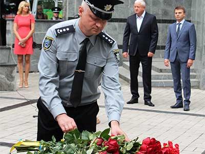 Щороку 22 серпня Україна вшановує працівників органів внутрішніх справ, які загинули виконуючи службовий обов'язок