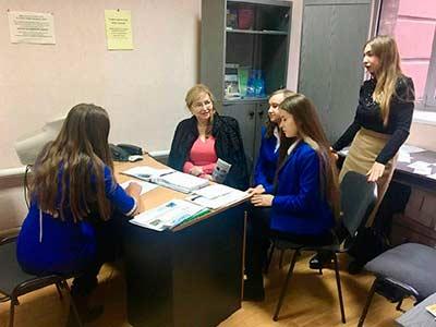 Студенти юридичного факультету надають консультації жителям Дніпра