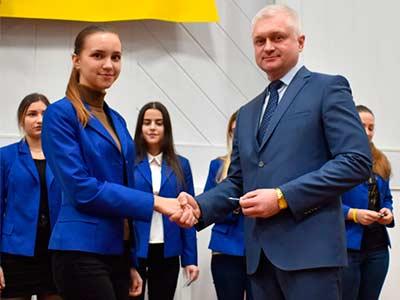 Першокурсники юридичного факультету Дніпропетровського державного університету внутрішніх справ отримали студентські квитки.