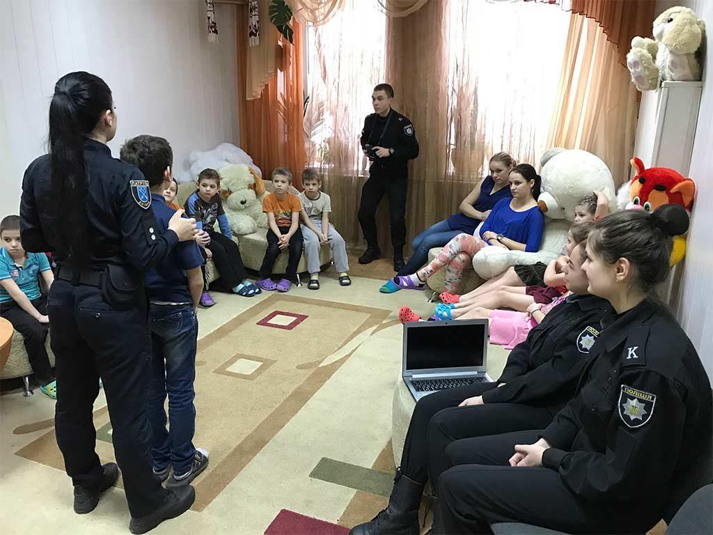 Діти уважно слухали й пообіцяли шефам бути обережними та обачними