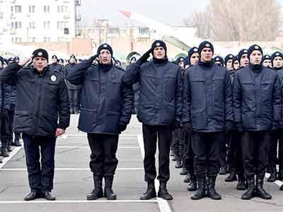 Заради безпеки дніпрян: курсанти ДДУВС отримали у подарунок від міської влади 90 комплектів поліцейського спорядження