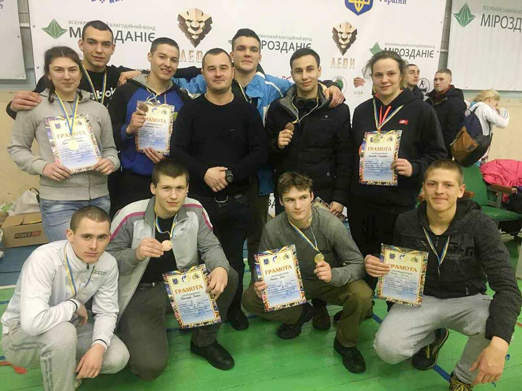Бійцівська атмосфера та запеклі поєдинки: на рахунку борців ДДУВС 11 нових медалей