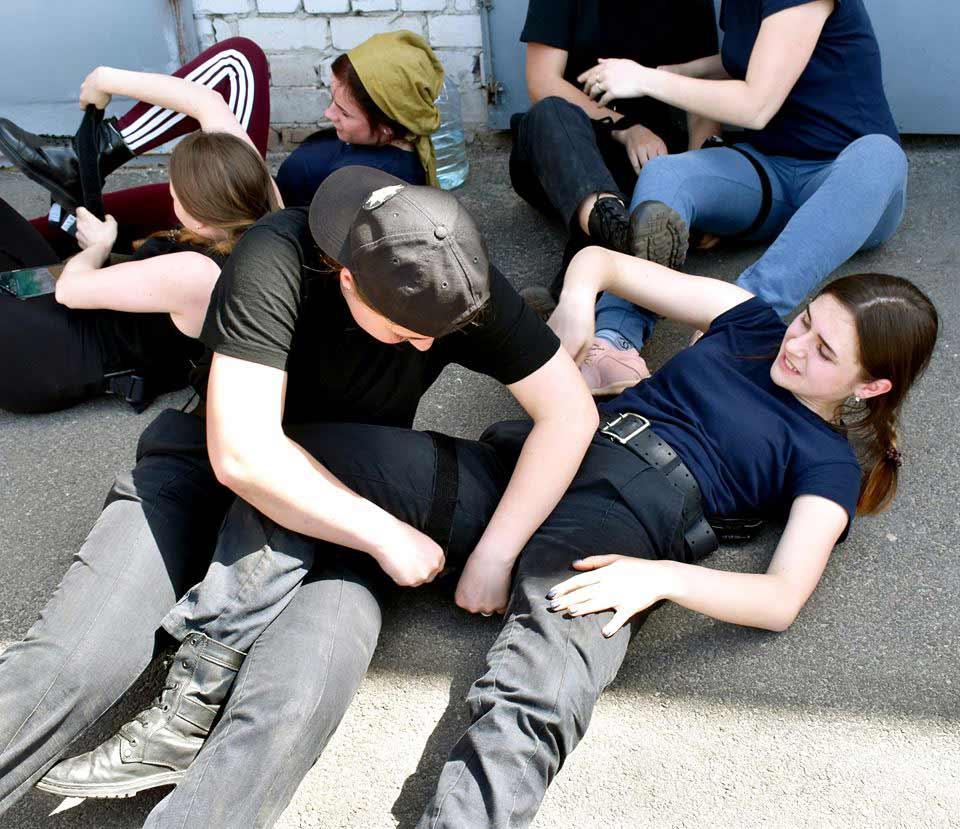 На території університету БРДМ: майбутні поліцейські вчаться евакуйовувати поранених
